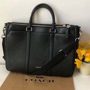 Gorgeous like new Coach XL business leather bag